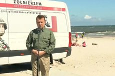 Minister obrony narodowej Mariusz Błaszczak prowadził poszukiwania chętnych do Wojska Polskiego na plaży w Łebie.