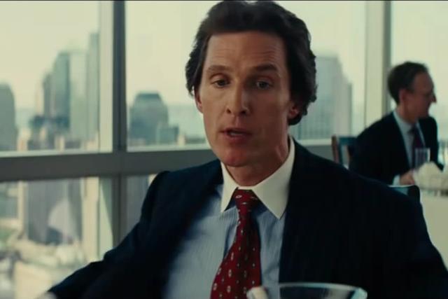 Uderzanie w piersi było improwizowane - Matthew McConaughey tak przygotowuje się do wejścia na plan.
