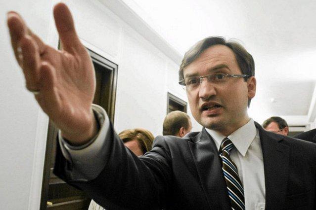 Internauta wyśmiał argumenty Zbigniewa Ziobry, że wymiarem sprawiedliwości rządzi specjalna kasta sędziów i prokuratorów
