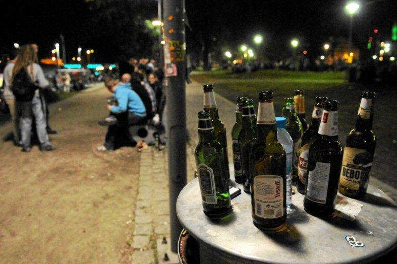 Prezydent Piotrkowa Trybunalskiego wyszedł z inicjatywą wprowadzenia zakazu kupowania alkoholu nocą.