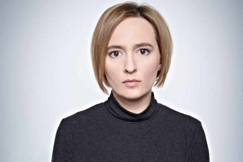 Na zdjęciu autorka materiału Karolina Lewicka, dziennikarka TOK FM i politolog.
