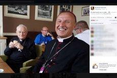 Biskup Marek Solarczyk stał sięsensacjąFacebooka dzięki swojej relacji ze Światowych Dni Młodzieży.