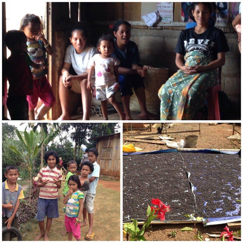 Mieszkańcy wioski Nunang, niedaleko wodospadu Cunca Rami. Przed chatami suszą się zbiory kawy. Flores, Indonezja.