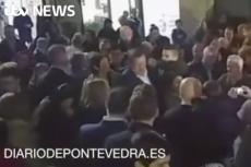 Tak się kończą selfie z wyborcami. Premier Hiszpanii dostał z pięści w twarz od 17-latka.