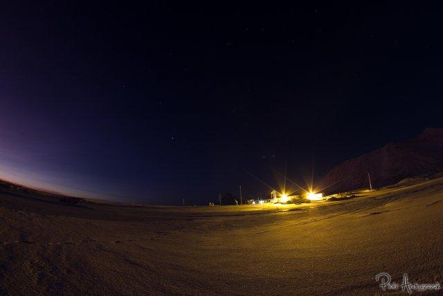 Widok na Stację od strony fiordu. Szkoda, że taka pogoda nie utrzymała się do Nowego Roku...