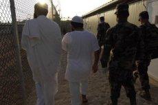 Przetrzymywani i żołnierze w amerykańskiej bazie Guantanamo. W zeszłym roku USA uwolniło 28 osób, niedługo wypuszczeni zostaną kolejni ludzie