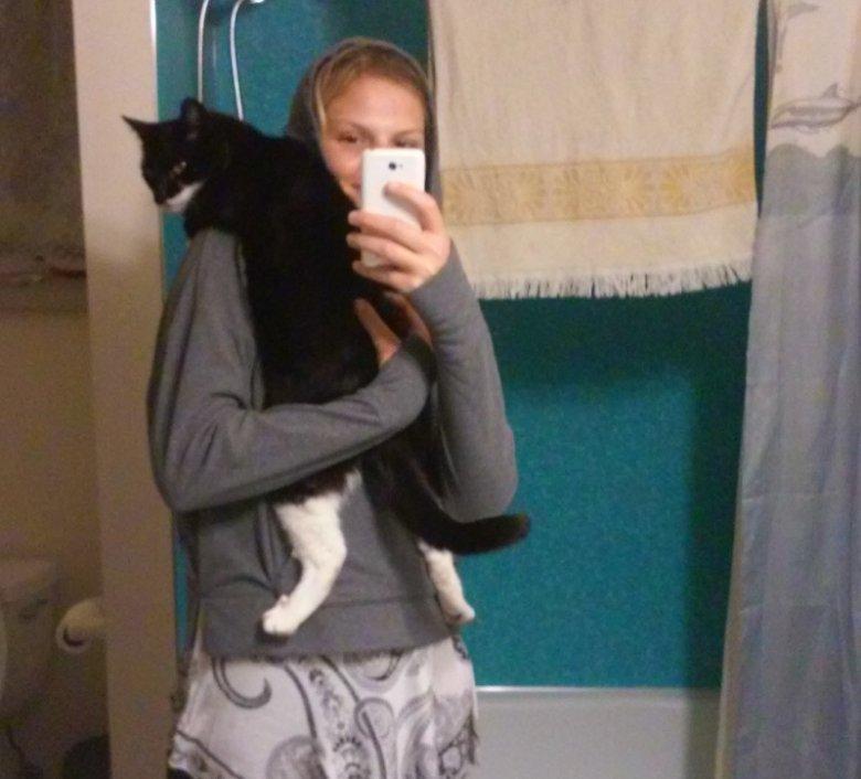 Niektórzy podopieczni nie przepadają za zdjęciami. Podróżniczka opiekująca się w Waszyngtonie kotkiem.