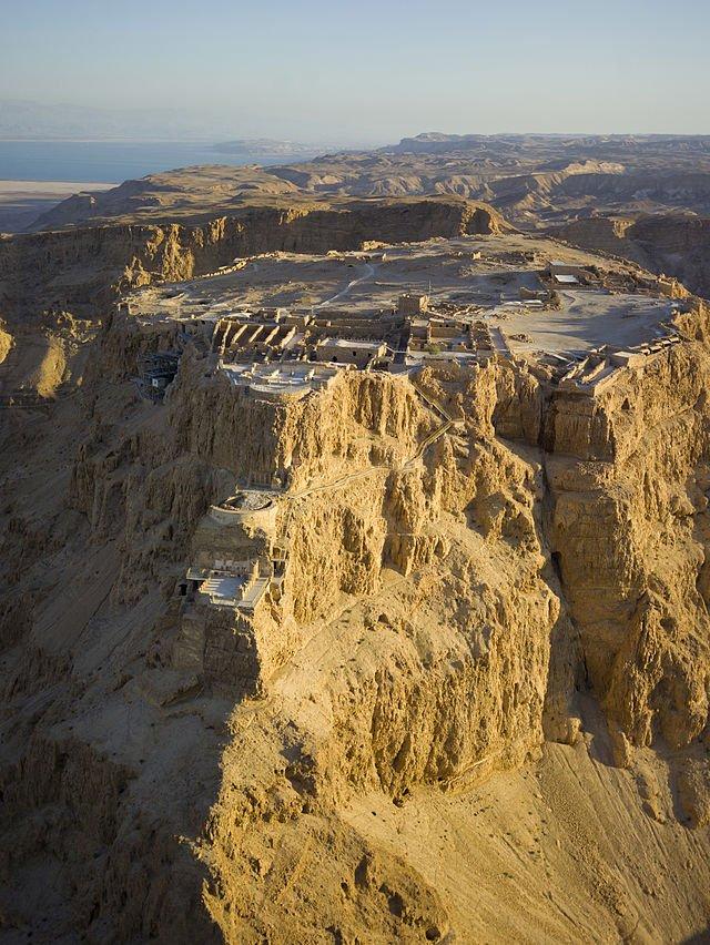Twierdza w Masadzie. To tu tragicznie mieli skończyć ostatni sykariusze walczący w wojnie z Rzymianiami.