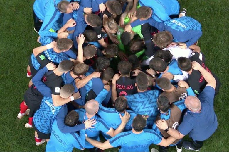 Chorwaci mobilizują się przed drugą częścią dogrywki w meczu z Anglią. Trzecią na tym turnieju.
