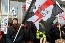 Warszawski Strajk Kobiet nie dostał zgody na 24-godzinną pikietę na Krakowskim Przedmieściu. Według prawa pierwszeństwo ma miesięcznica smoleńska.