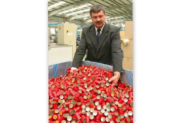 Zakrętki produkowane w jego firmie można znaleźć na butelkach najlepszych wódek świata.