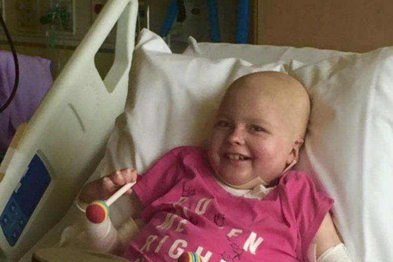 Zuzia Macheta, chora na pęcherzykowe oddzielanie się naskórka, w szpitalu w Minnesocie.