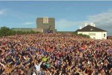 Ależ powitanie zgotowali piłkarzom mieszkańcy Islandii.