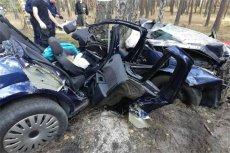 Zakleszczoną w samochodzie kobietę znalazł po 8 godzinach grzybiarz.