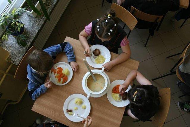 Prokuratura w Końskich (woj. świętokrzyskie) bada doniesienia o domniemanej kradzieży posiłków ze szkolnej stołówki, w którą ma być zamieszana dyrektorka szkoły w Grzymałkowie.