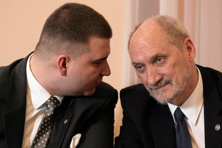 Antoni Macierewicz kolejny raz stanął w obronie byłego podwładnego Bartłomieja Misiewicza.