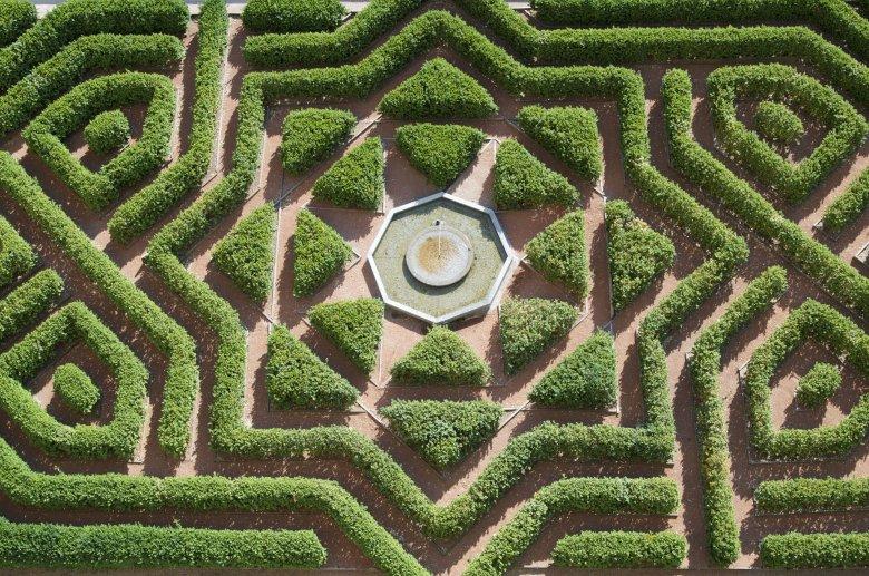 Ogrody pałacu królewskiego Alcazar w hiszpańskiej Sewilli czyli ogrody Dorne.