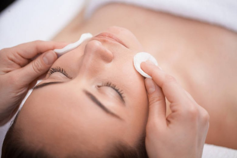 Piling u dermatologa to przygoda, która nie kończy się na jednym zabiegu, a na efekt końcowy musisz poczekać kilka tygodni