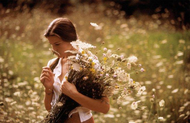 """""""Stealing Beauty"""" (w polskim, jakże wybitnym tłumaczeniu """"Ukryte pragnienia"""") to film w reżyserii Bernarda Bertolucciego, twórcy znanego przede wszystkim z filmu """"Ostatnie tango w Paryżu"""" i """"Marzyciele"""""""