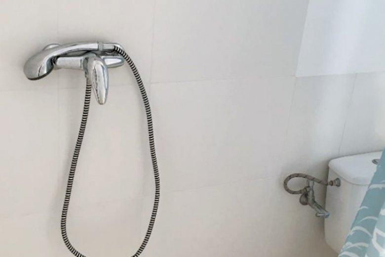 Szału nie ma. Ale prysznic jest.