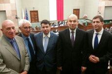 """Polscy posłowie zostali wplątani w sprawę """"izraelskiej grupy lobbystycznej"""", która rzekomo powstała w polskim parlamencie"""