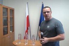 Rzecznik policji Mariusz Ciarka wziął udział w internetowym wyzwaniu Bottle Cap Challenge.