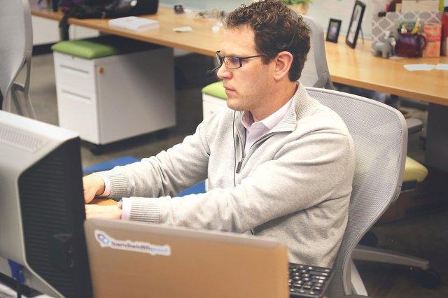 Wirtualny konsultant – na razie jest jeszcze człowiekiem, być może już niedługo