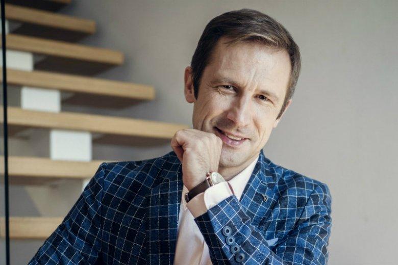 """W tej firmie słowa takie jak """"misja"""" nie są nadużywane, tylko realizowane. Na zdjęciu Adam Mamok, dyrektor zarządzający Essilor Polonia Sp. z o.o."""