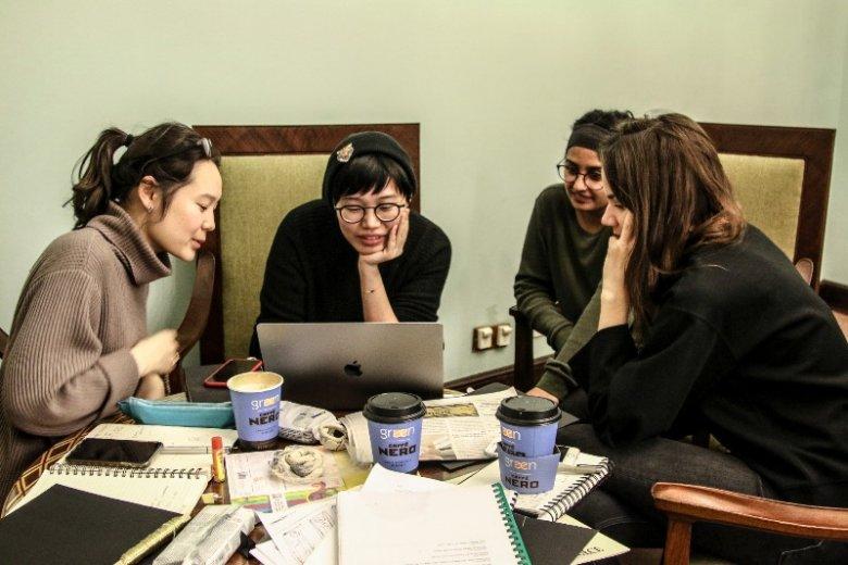 Międzynarodowi studenci pracowali nad zrozumieniem Pałacu Kultury, którego historyczny wydźwięk znają jedynie z lektur