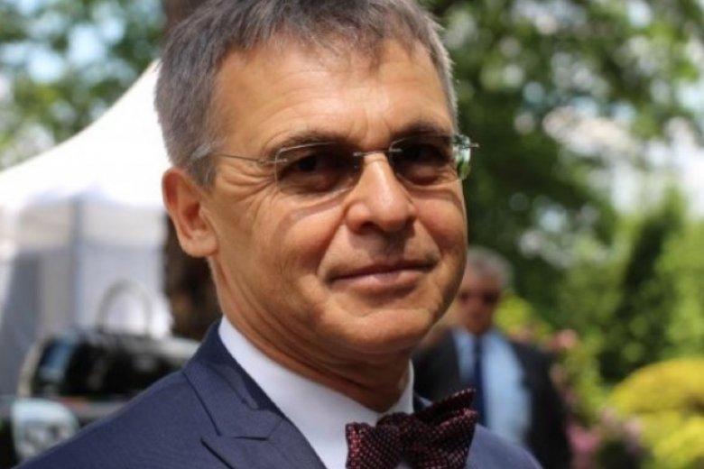 Adam Zaremba-Śmietański to biznesmen z talentem pisarskim. Właśnie wydał swoją drugą powieść