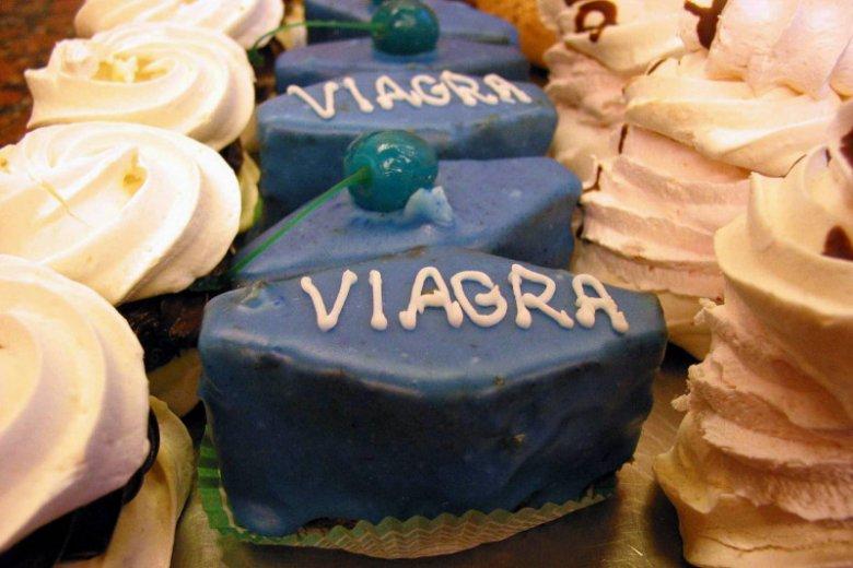 Minister Radziwiłł uzasadniał wprowadzenie recepty na antykoncepcję awaryjną swoim dyskomfortem na myśl o córce łykającej drogie pigułki jak dropsy. Czy minister nie odczuwa dyskomfortu na myśl o swoich synach wykupujących hurtowo Viagrę?