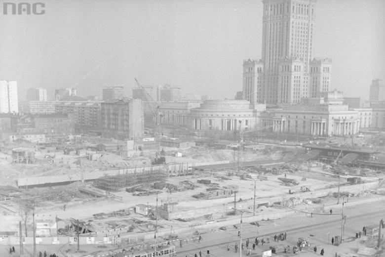 Dworzec Centralny kończy 38 lat. Zobacz, jak powstawał Mister Warszawy '75