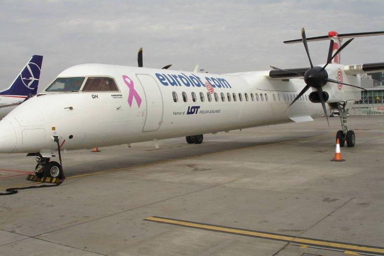 Eurolot z różową wstążką
