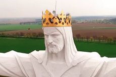 W Świebodzinie stoi olbrzymia żelbetowa rzeźba z wizerunkiem Jezusa Chrystusa. Na jego głowa znajdują się... anteny do przesyłania sygnału internetowego.