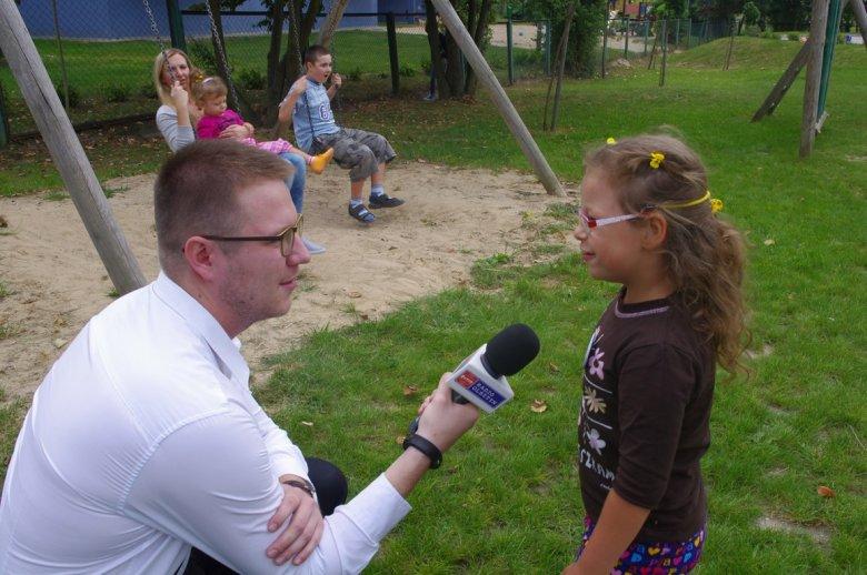 Anielka Nowakowska udziela wywiadu