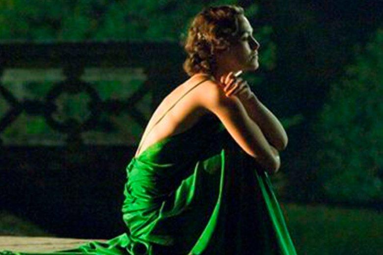 """Zieloną suknię, w której Keira Knightley występuje w filmie """"Pokuta"""", okrzyknięto niedawno najpiękniejszym filmowym kostiumem wszechczasów"""
