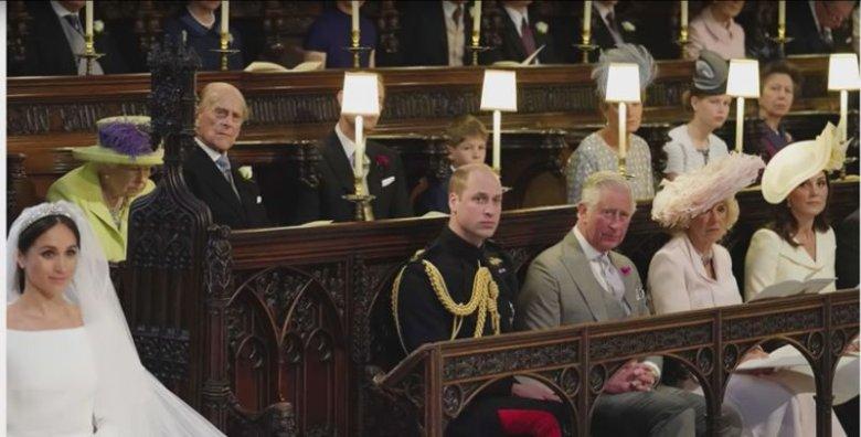 Wolne miejsce obok księcia Williama ułatwiło królowej Elżbiecie II oglądanie ceremonii.