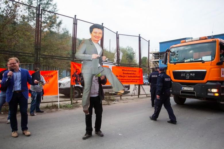 http://www.namiecinscy.pl/ Protest mieszkańców Warszawy i okolic w sprawie wszechobecnego smrodu. Zorganizowany przez Stowarzyszenie Czyste Radiowo