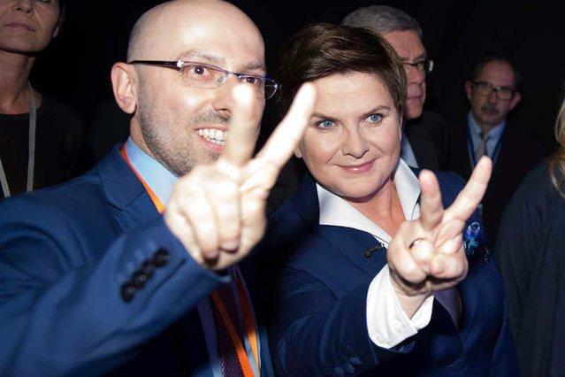 Krzysztof Łapiński, obecnie rzecznik prezydenta, wcześniej był zastępcą rzecznika PiS i był jednym z najbliższych współpracowników Beaty Szydło.