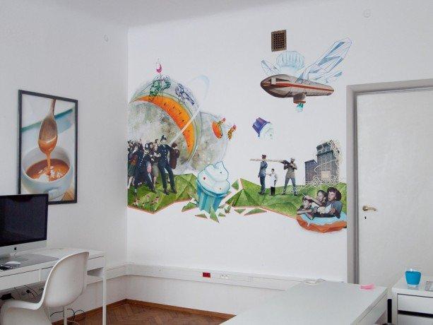 """mural na ścianie Redakcji KUKBUK,  """" Food Fight"""" Tymoteusz Piotrowski"""