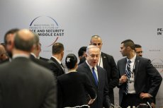 Premier Izraela Benjamin Netanjahu podczas konferencji w Warszawie