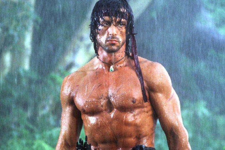 """Sylvester Stallone zaprezentował zdjęcia z planu najnowszej części """"Rambo""""."""