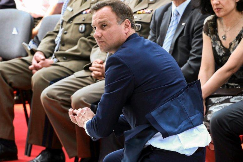 Andrzej Duda uratował spadającą hostię podczas obchodów Święta Dziękczynienia w Wilanowie.