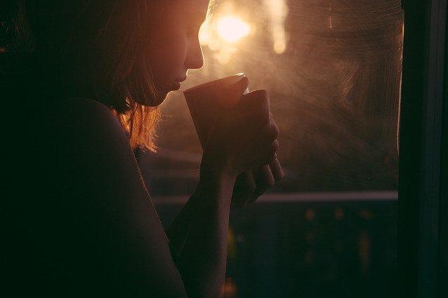Być szczęśliwym - co to znaczy? Np. umieć delektować się świeżo zaparzoną kawą.