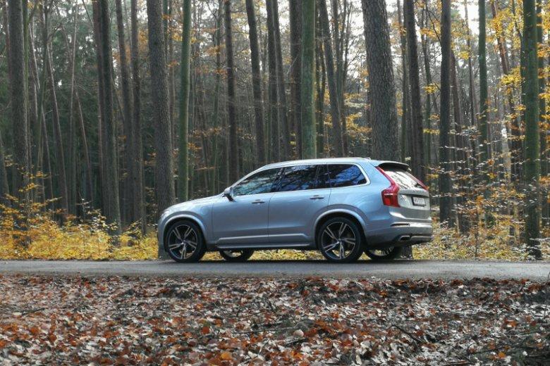 Volvo XC90 to potężny samochód.