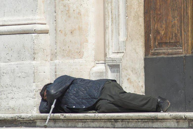 [url=https://bitly.com/shorten/]Bezdomnego skazali na areszt domowy. Karę odbywa na ulicy[/url]