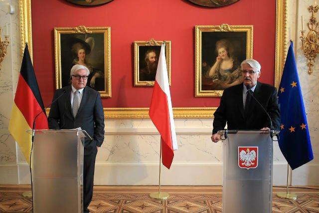 Ministrowie spraw zagranicznych : Polski – Witold Waszczykowski i Niemiec - Frank Walter Steinmeier podczas oficjalnego spotkania w Warszawie.