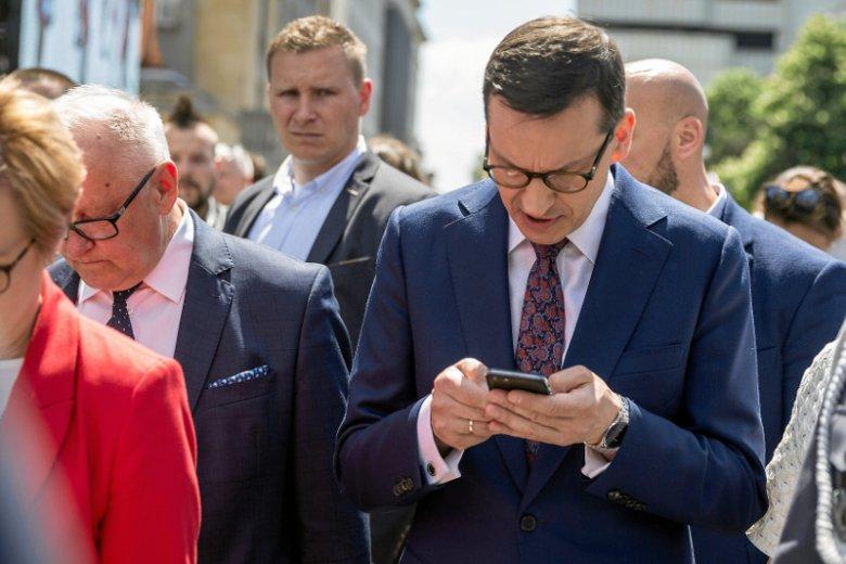 """Poniedziałkowa """"Gazeta Wyborcza"""" przywita czytelników tekstem o aferze, której bohaterem będzie premier Mateusz Morawiecki."""