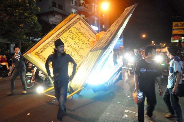Parada uliczna kończąca Ramadan