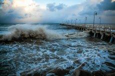 Z powodu sztormu na Bałtyku wywrócił się polski jacht. Zginęła co najmniej jedna osoba.